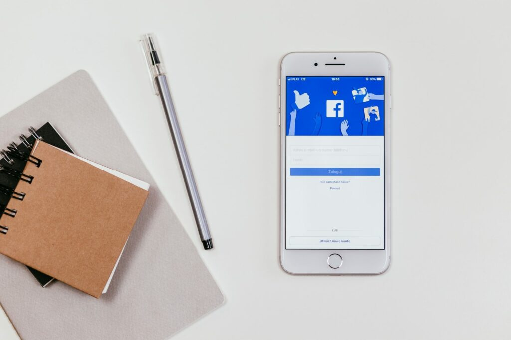 The Pros and Cons of Blogging on Facebook Using Facebook Notes