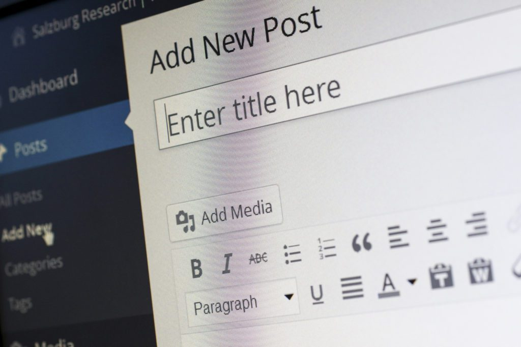 7 Ways to Write Engaging Blog Headlines That Don't Suck